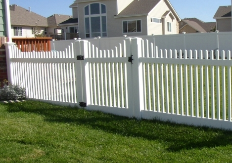 Scalloped Picket  Vinyl Fence - Charleston