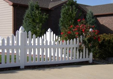 Scalloped Picket Vinyl Fence - Topeka